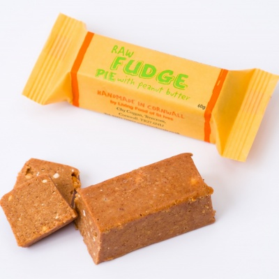 Raw Fudge Pie with Peanut Butter